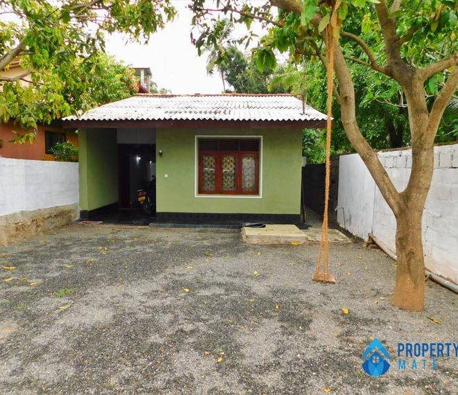 House for sale in Piliyandala only for land value