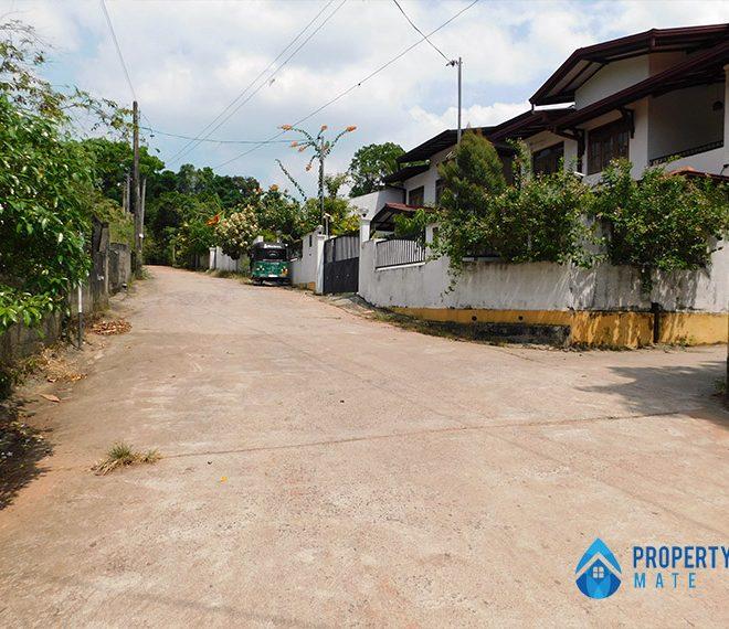 Land for sale in Athurugiriya 1