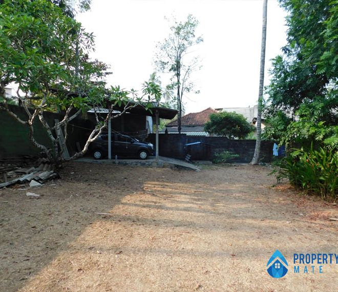 Land for sale in Boralesgamuwa Gangarama road 1