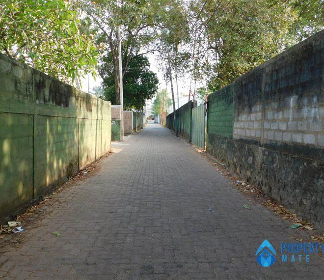 Land for sale in Boralesgamuwa Gangarama road 2