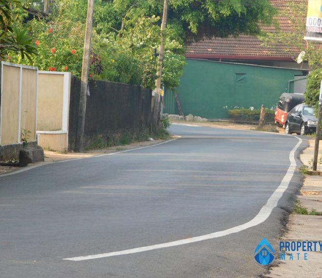 Land for sale in Boralesgamuwa Gangarama road 3