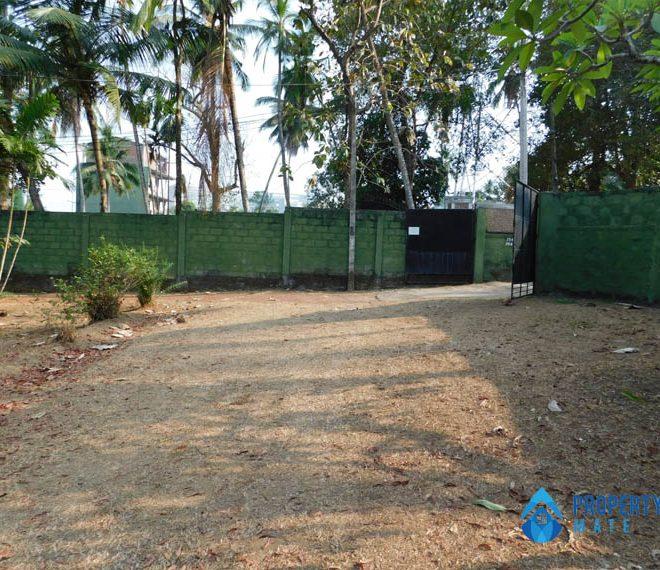Land for sale in Boralesgamuwa Gangarama road 4