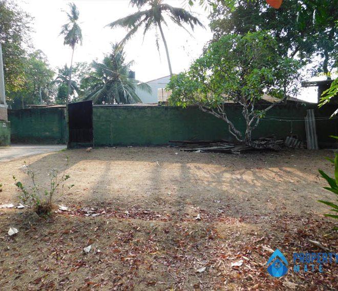 Land for sale in Boralesgamuwa Gangarama road