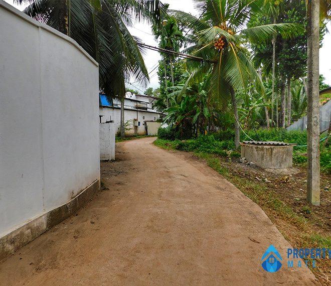 Land for sale in Mahara Kadawatha 4