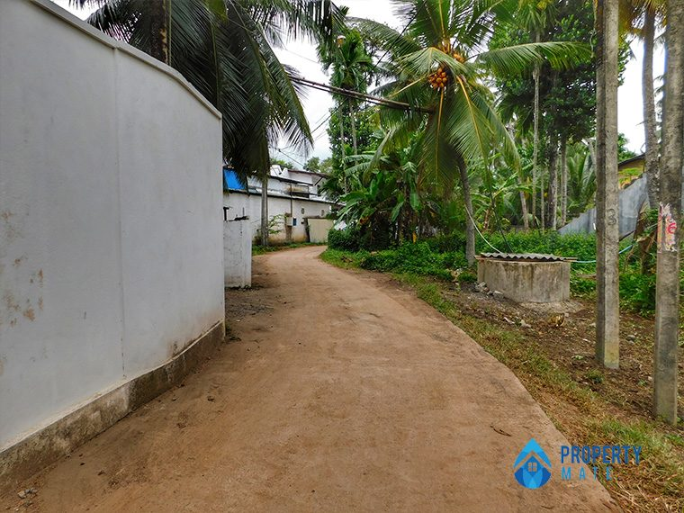 Land for sale in Mahara Kadawatha 4