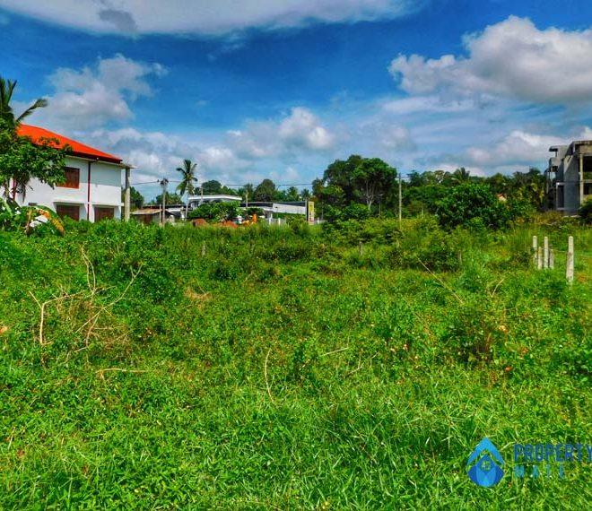 Land for sale in Minuwangoda close Colombo Kurunegala main road 1