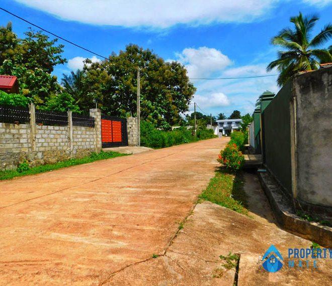 Land for sale in Minuwangoda close Colombo Kurunegala main road 3
