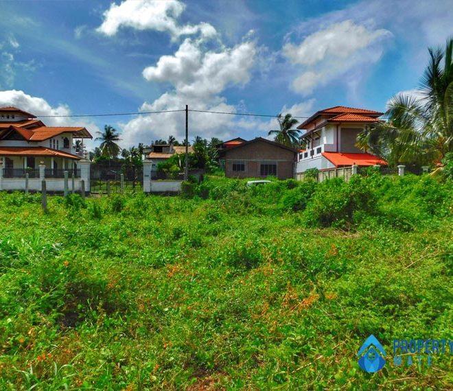 Land for sale in Minuwangoda close Colombo Kurunegala main road