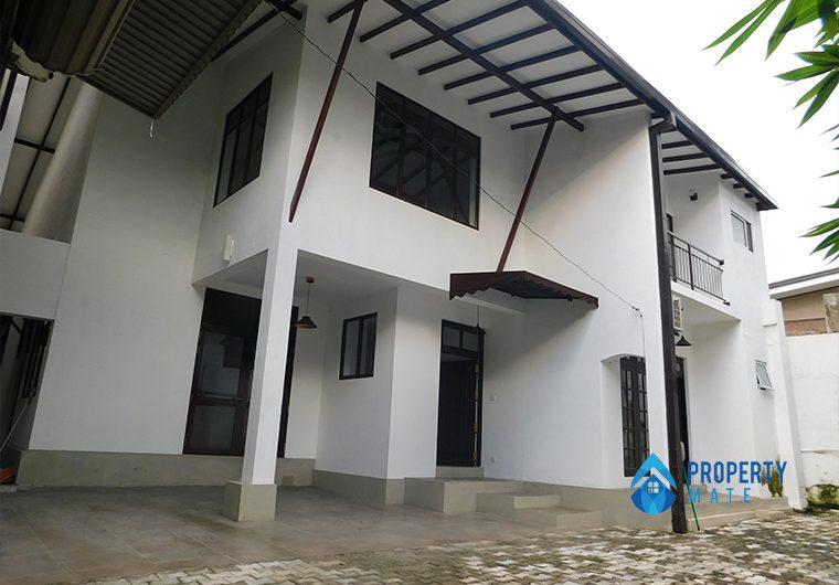 Two storey house for rent in Nugegoda Pangiriwatta