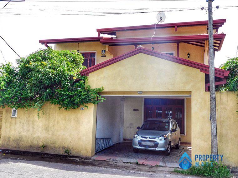 Two storey house for sale in Boralasgamuwa 1
