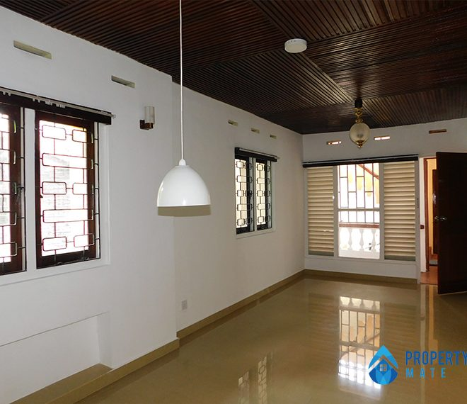 Upstair house for rent in Nugegoda 2